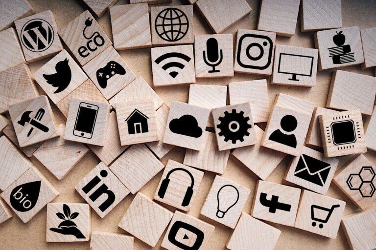 social media, scrabble, social